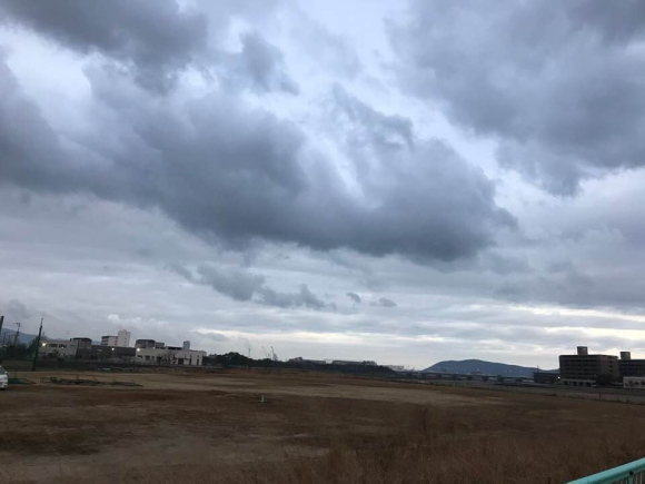 曇り空の風景の画像