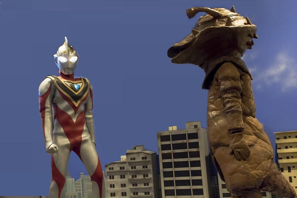 カネゴンと対峙するウルトラマンの画像