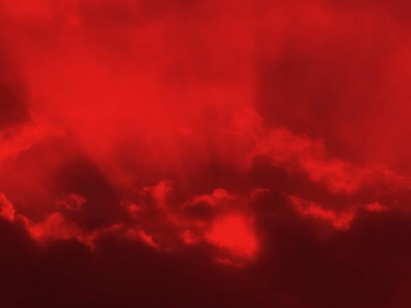 マグマが噴きあがる溶岩湖のように見える写真