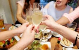 友人付き合いに恵まれ、サークル活動や飲み会へ参加するという リア充 のイメージ画像