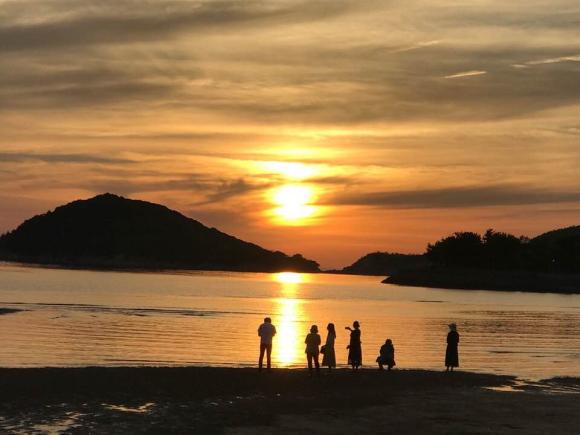 父母が浜(ちちぶがはま)の夕景写真。